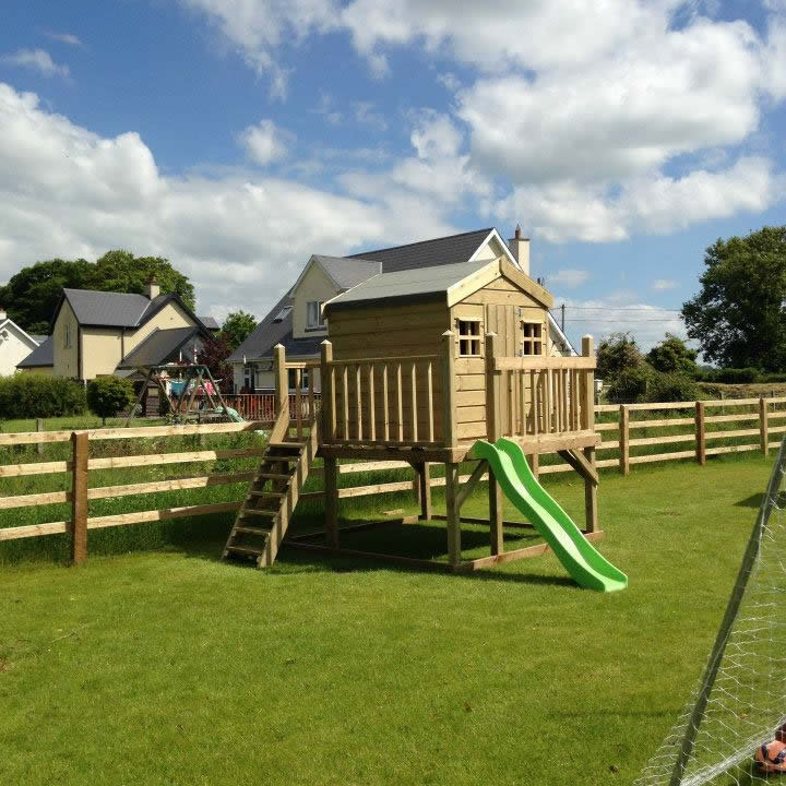 Dolly's Cottage On Stilts with Slide